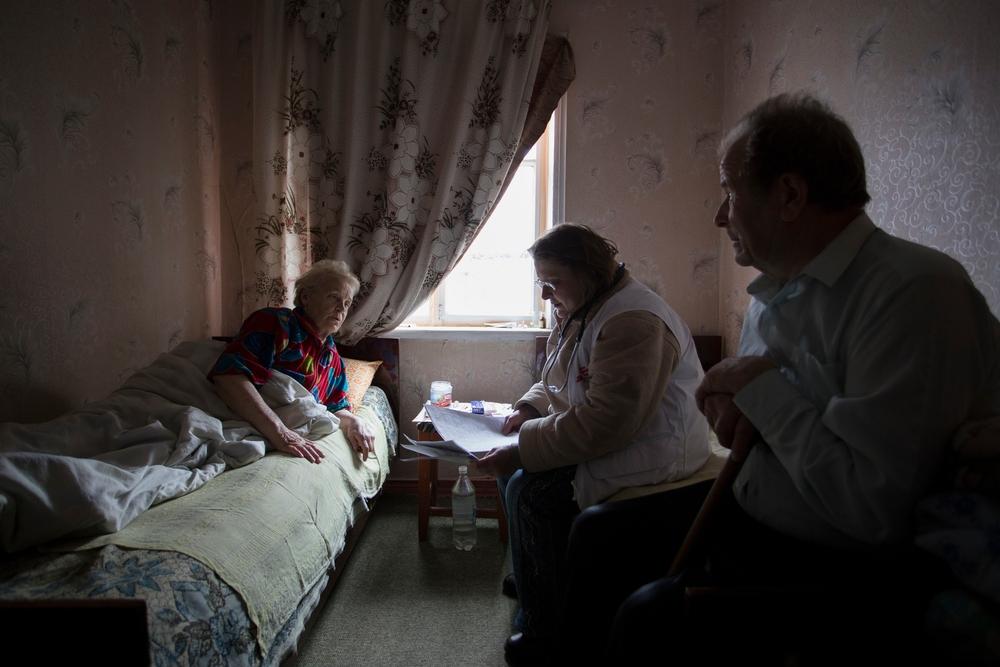 Civilbefolkningen i Ukraine har lidt under konflikten med Rusland, og landets sundhedsfaciliteter er hårdt beskadiget. Vi behandler blandt andet folk, der er smittet med tuberkulose, og tilbyder psykologhjælp.